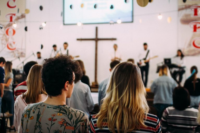 église musique louange guitare chant micro